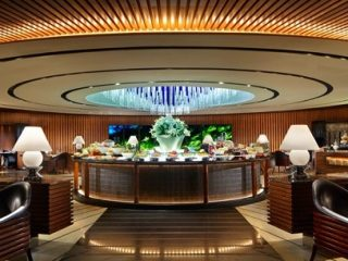 Luxe Bible Reviews The Manhattan Bar at the Regent Hotel, Singapore