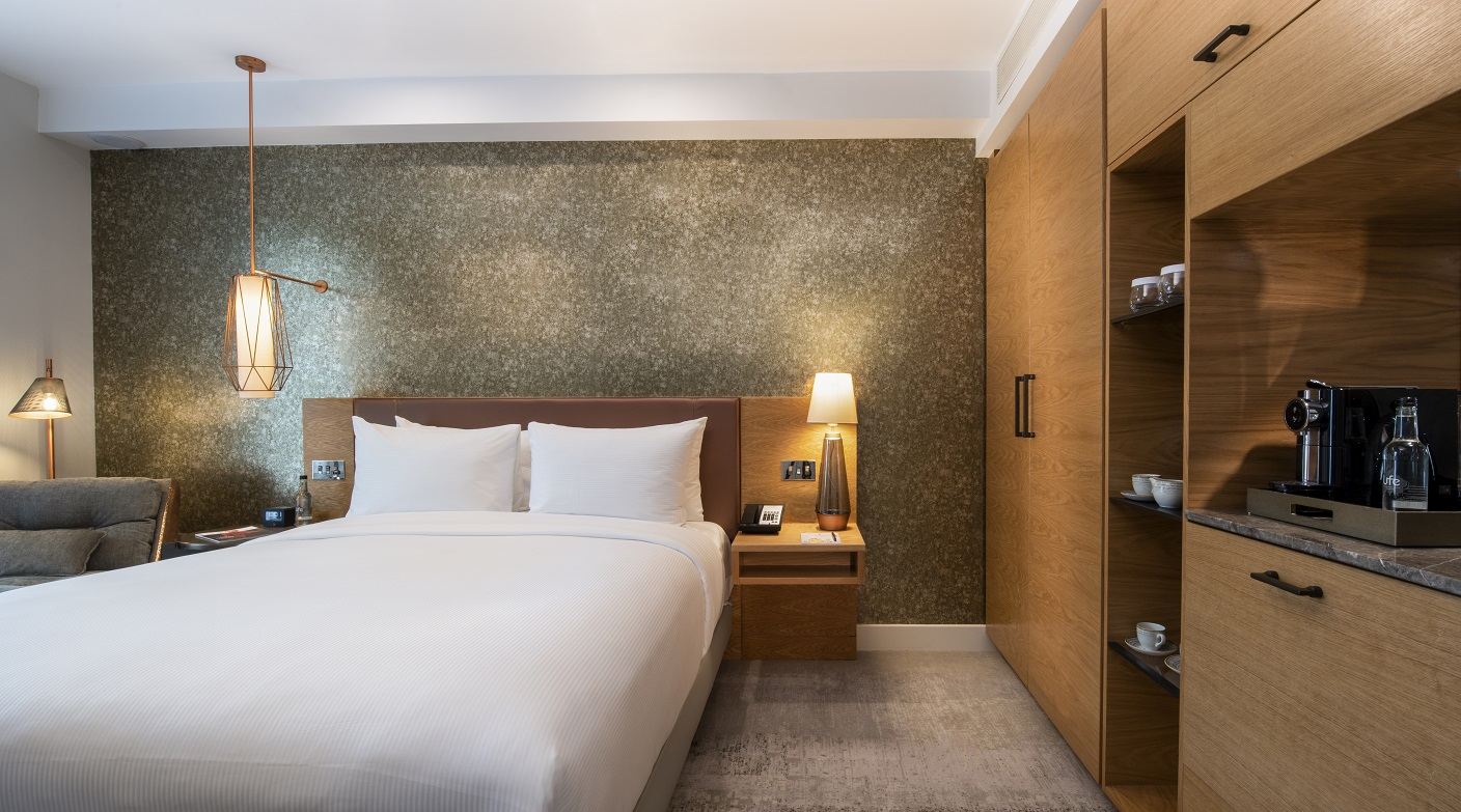 Luxe Bible Loves The Curio Collection Lincoln Plaza London: Keeler Bedroom