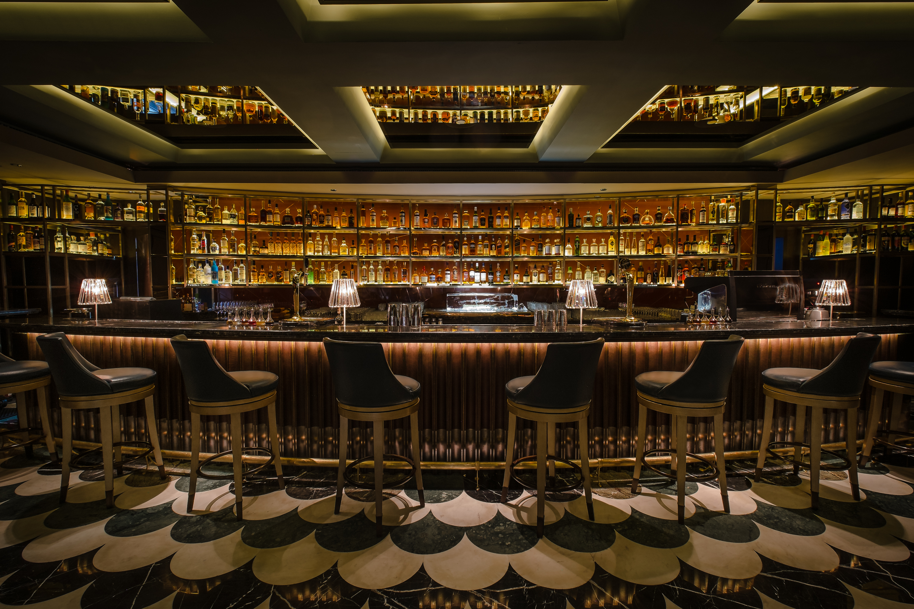 11 Must Do's in Singapore: Manhattan Bar at Regent Singapore