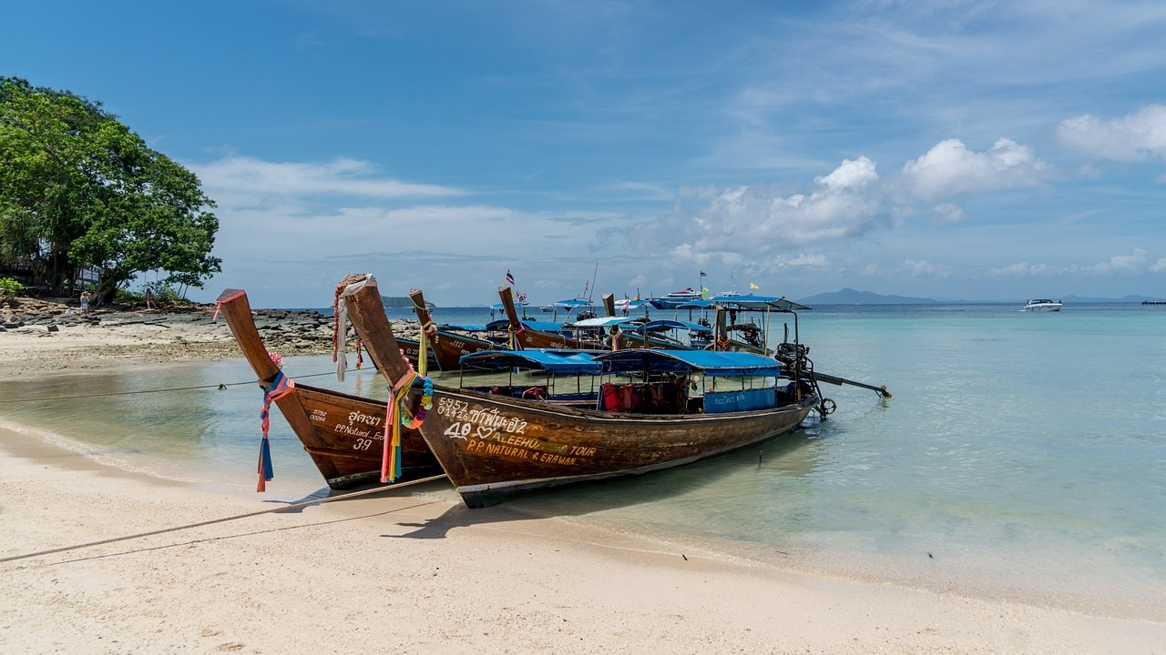 8 Must Do's on the Thai Party Paradise Island of Koh Phi Phi: Longtail Boats on Koh Phi Phi