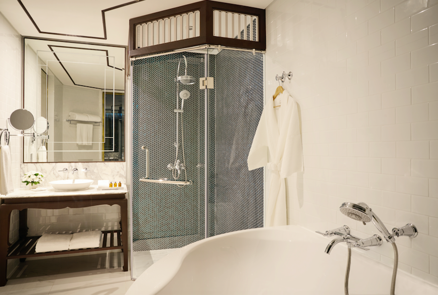 Thai Luxury - The Brand New Movenpick Myth Hotel Patong: Bathroom, Deluxe King Room