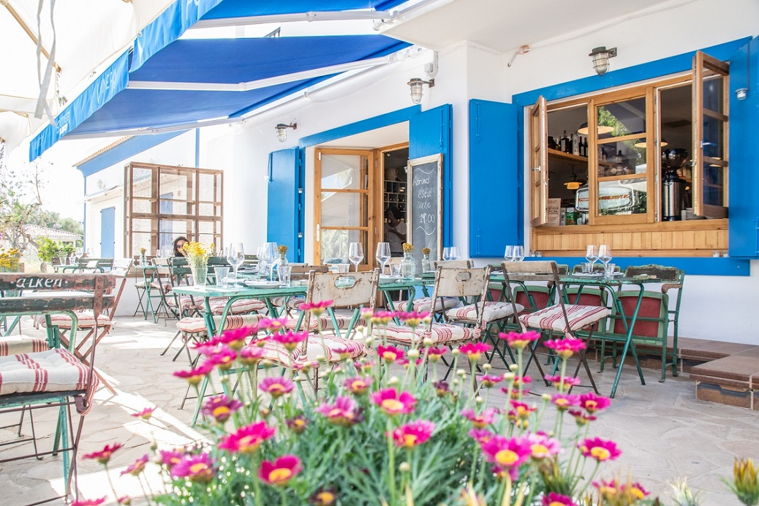 Bottega il Buco: Warming Ibiza up for Winter - The stunning outdoor al fresco terrace a stone's throw from Santa Gertrudis Square