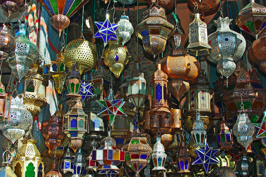 8 Travel Series to Take You Around the World (Without Moving from the Sofa) Medellin, Marrakech (Photo Credit: DESALB, Pixabay)