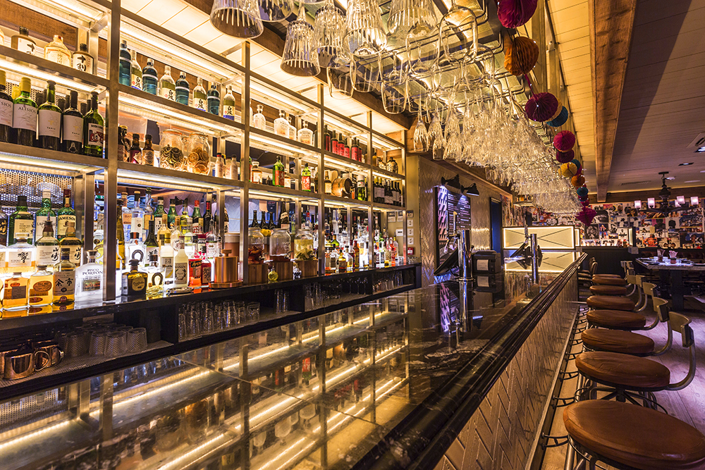 MOMMI - Boozy Bottomless Brunch (Power Ballads Included!) Interior