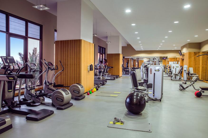 Five Star Luxury - The Amwaj Rotana JBR, Dubai: Spacious state-of-the-art gym at Bodylines