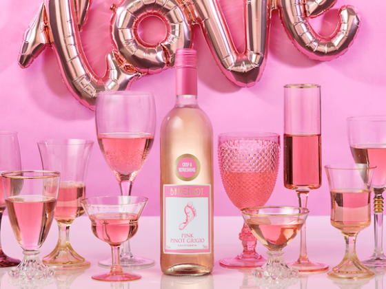 The Coolest Gift Guide Around For Mother's Day: Barefoot Wine Feature Main