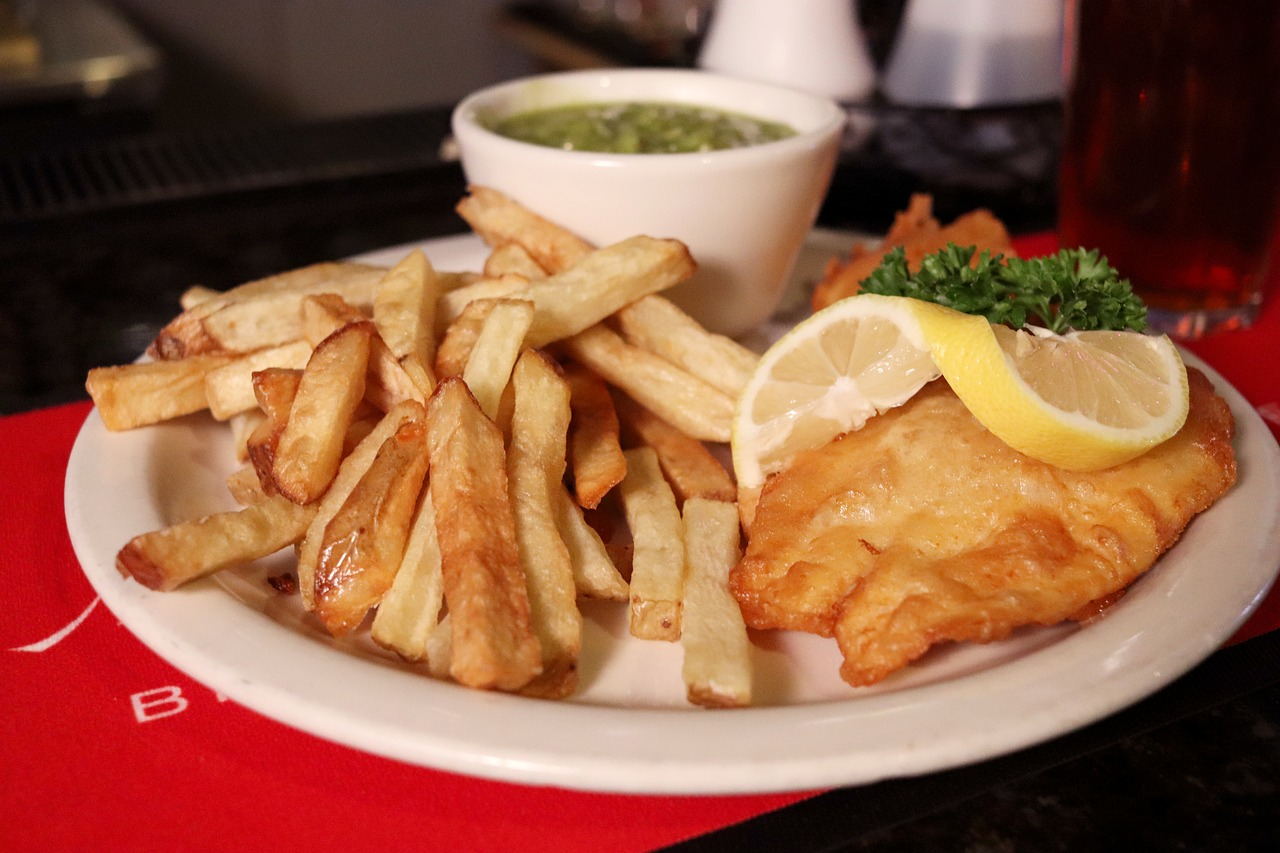 Country with The 5th Most Instagrammable Food in the World: England - Fish and Chips  (Photo Credit Pixabay: Chongodog)