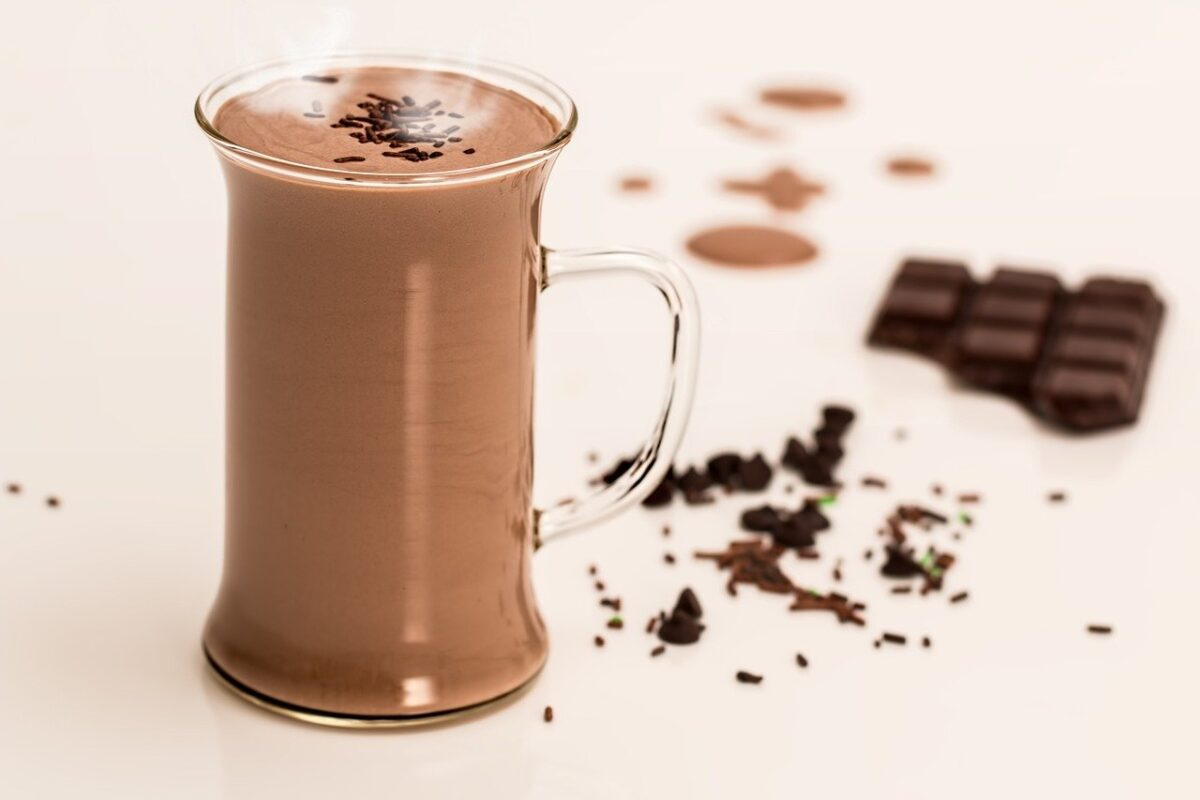 Cheers! Aidy & Helena's Easter Drinks Guide  - You can't go wrong with a creamy chocolate liqueur! (Photo Credit Steve Buissinne Pixabay)