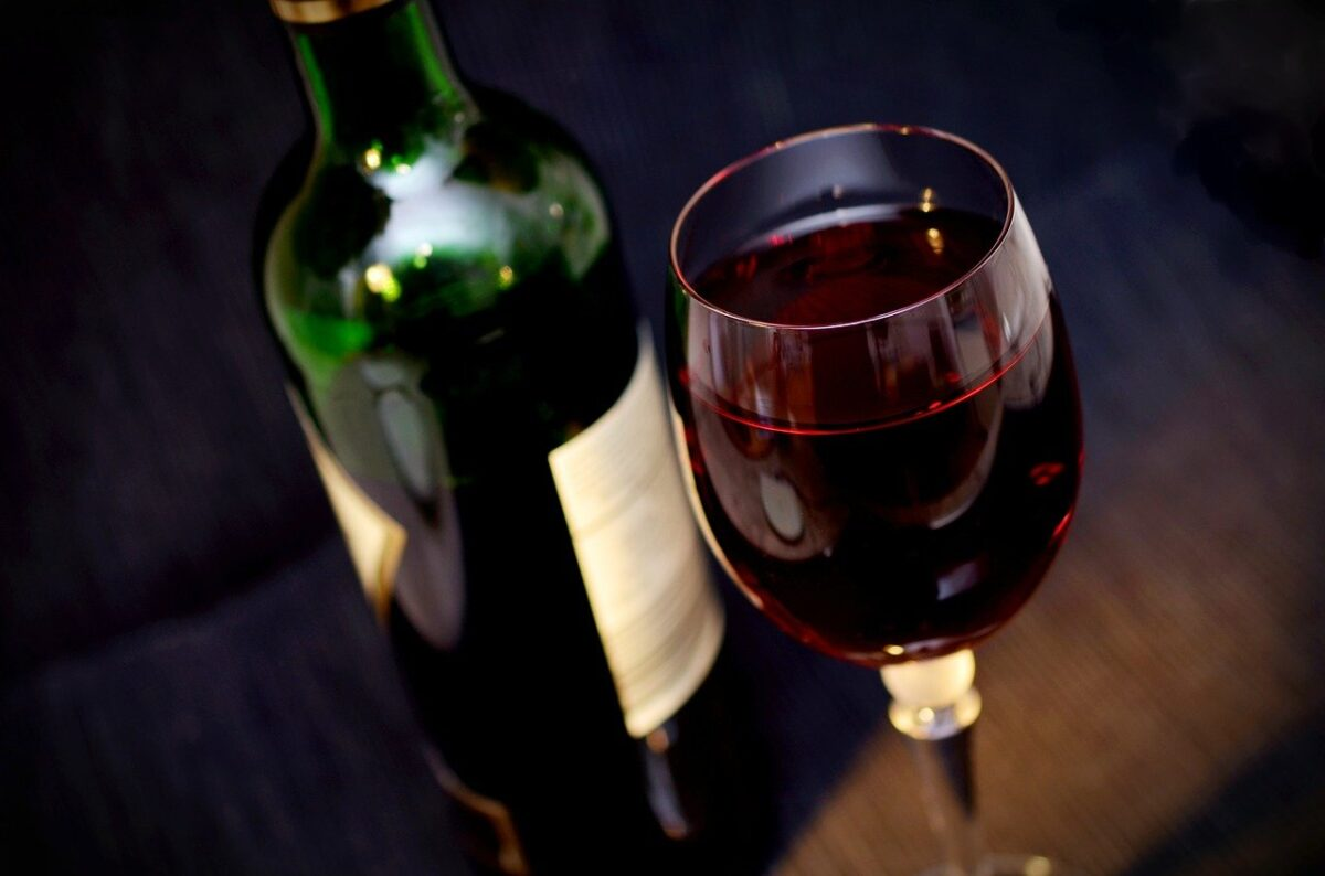 Cheers! Aidy & Helena's Easter Drinks Guide - Red wine will go down a treat Cheers! Aidy & Helena's Easter Drinks Guide - Red wine will go down a treat Cheers! Aidy & Helena's Easter Drinks Guide - Red wine will go down a treat (Photo Credit: Conger Design Pixabay)