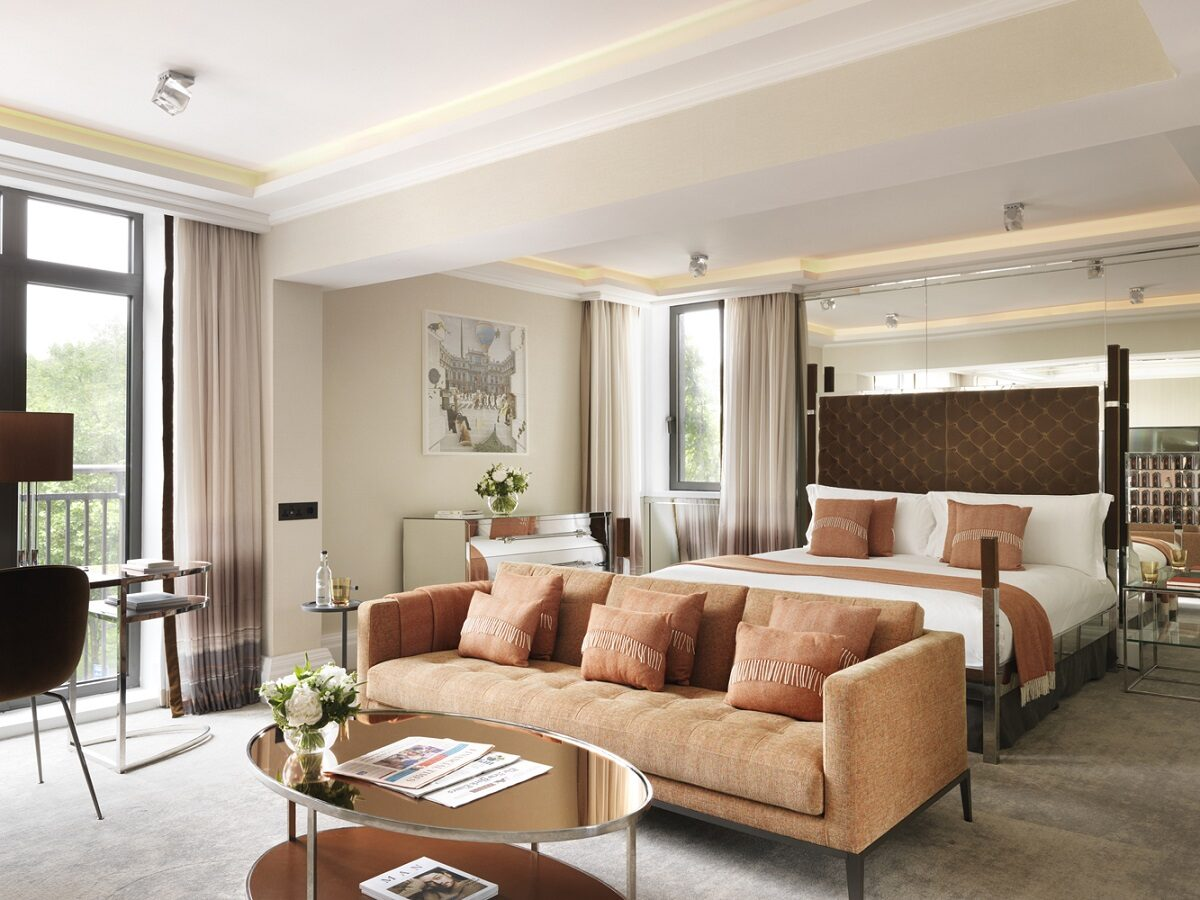 The Athenaeum boasts 7 luxurious suites, which offer ultimate comfort, room sized showers, vanity area, lounge area and plenty of mirrors!