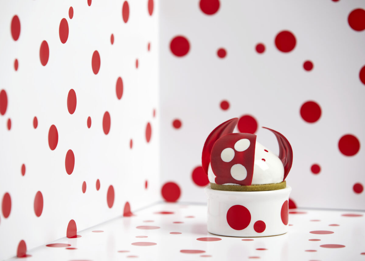 Rosewood London's Mirror Room has re-opened with Art Afternoon Tea inspired by Yayoi Kusama.  Pictured - All My Love For Tulips (Photo Credit: Patricia Niven)
