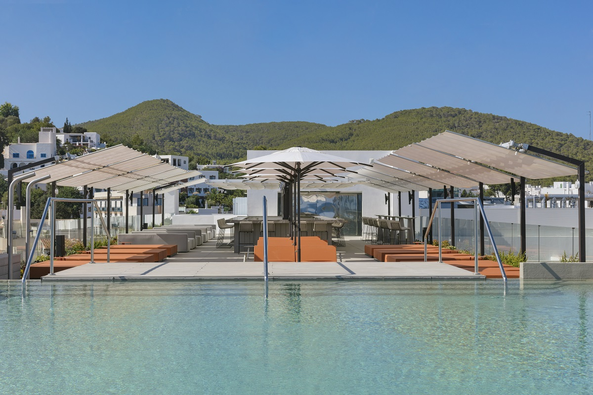 A hot place to hang out - GLOW - W Ibiza's adult only rooftop pool and bar