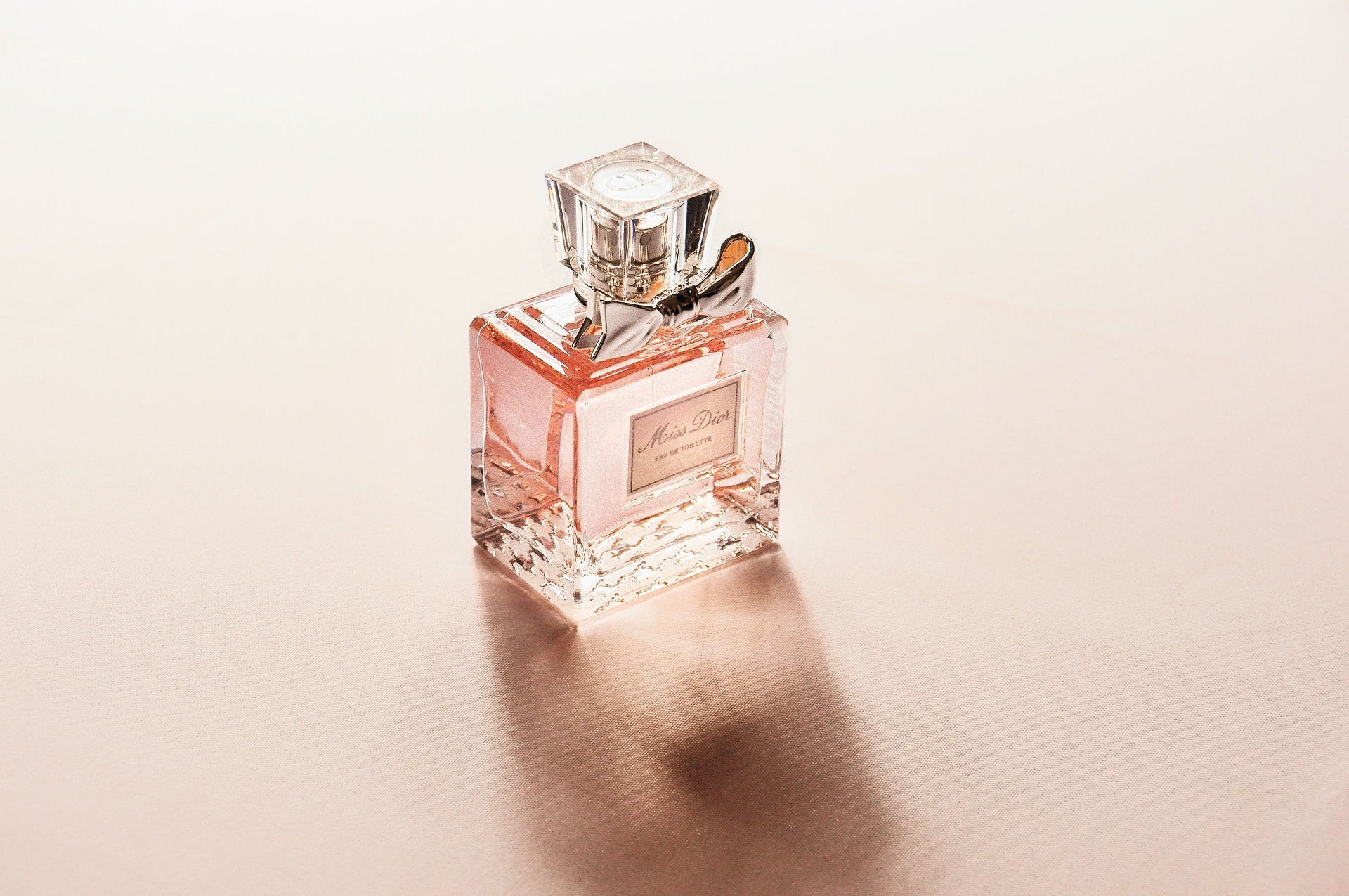 Choosing Perfumes - the name counts! Image by StockSnap from Pixabay